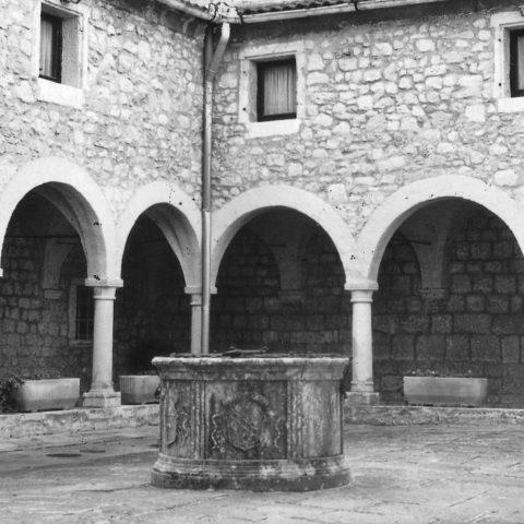 Cherso ( istria ), chiostro del convento di San Francesco dei frati minori conventuali