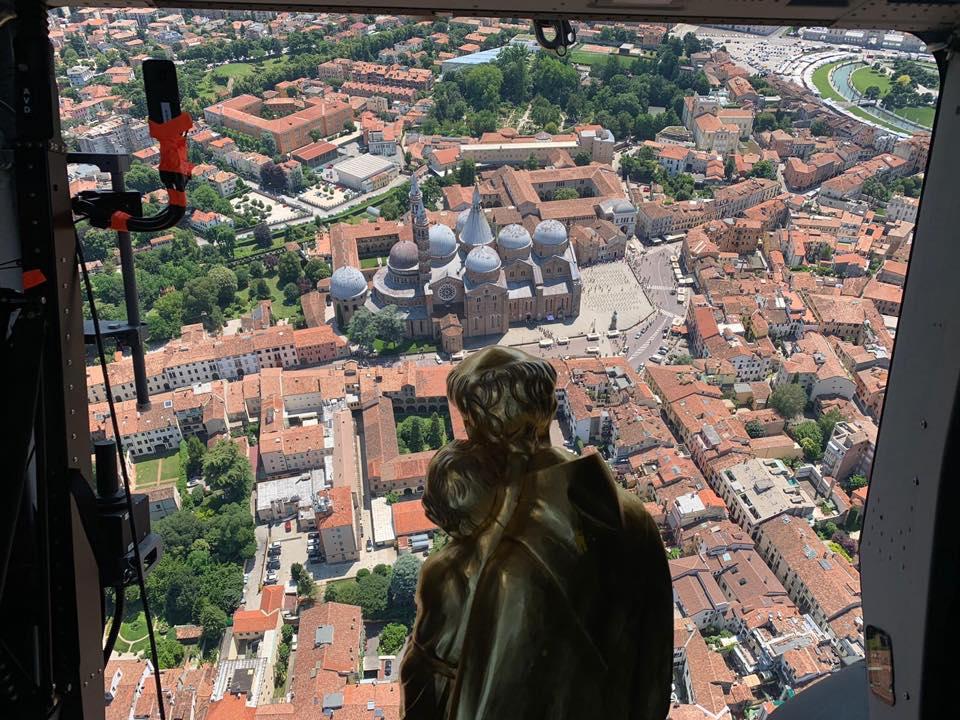 SantAntonio vola sopra basilica