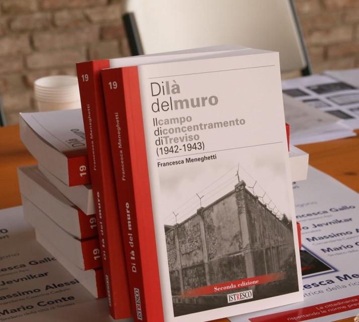 La seconda edizione della monografia Di là del muro